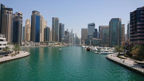 Die Dubai Marina ist eine beliebte Wohngegend in Dubai, direkt am Wasser