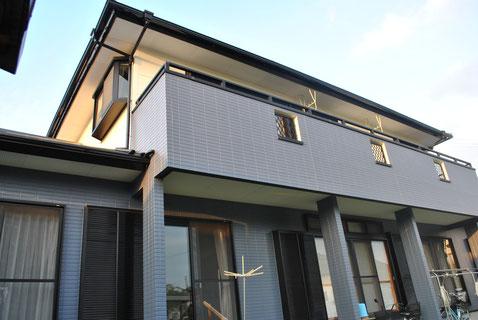 熊本市I様宅。屋根塗装外壁塗装 完成。おしゃれグレーとクリーム色の組み合わせで塗替え。