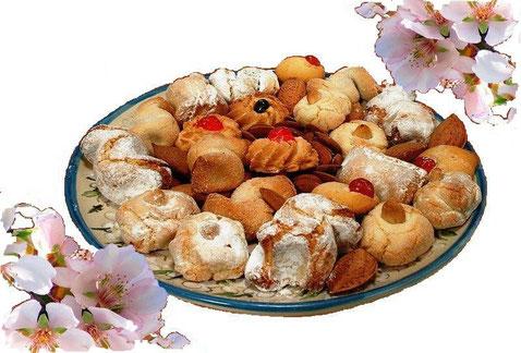 Biscotti di mandorla: un classico della tradizione dolciaria e uno fra i prodotti gastronomici di punta.