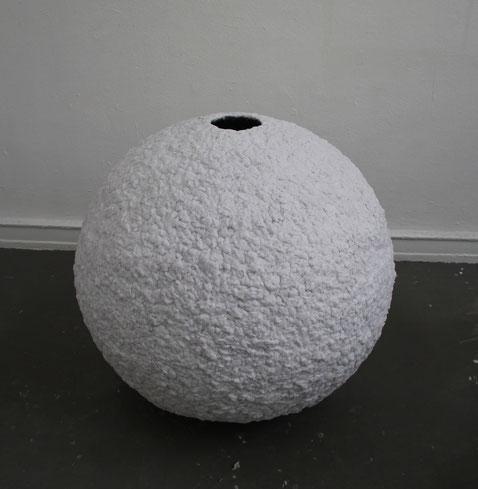 Kugel, 100 cm Durchmesser, Objekt umhüllt mit Wäschetrocknerflusen, 2012
