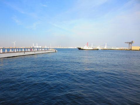 桜木町の海  海を見るとホっとして力が湧いてくるよう…