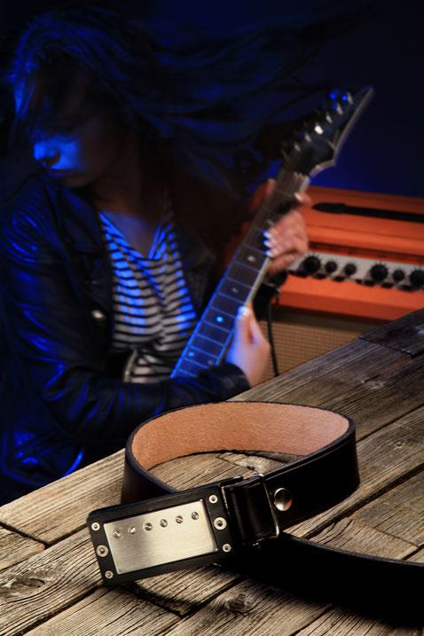 Instruments on Body hat den Schmuck für Musiker, Schmuck für Gitarristen und Musiker, Fashion für Musiker, Gürtelschnalle für Gitarristen.