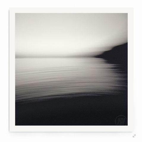 """""""The Flow"""" von Lena Weisbek. Abstrakte Strand-Landschaft mit Bewegung."""