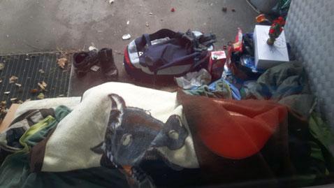 Schlafplatz des Obdachlosen neben dem Eingang des Dusika-Stadions