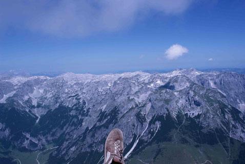 Mit dem Gleitschirm über Werfenweng in luftiger Höhe Richtung Tennengebirge