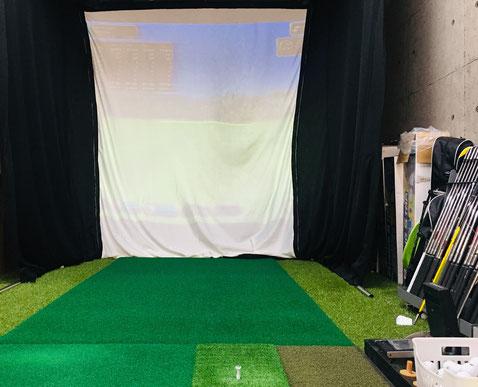 ゴルフシミュレーター完備!試打スタジオ