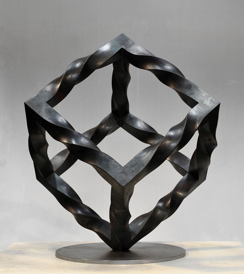 Metamorphosis - endless cube <No.M-42>       H.50x40x40cm / mild steel / 2013
