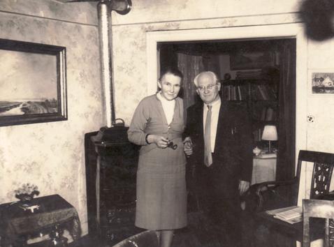Erna Heinen-Steinhoff und Hanns Heinen im Salon des Schwarzen Hauses, 1960