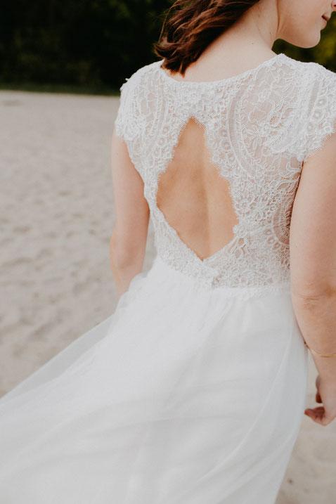 hochzeitsbilder-am-strand-rückenfreies-brautkleid-blankenese