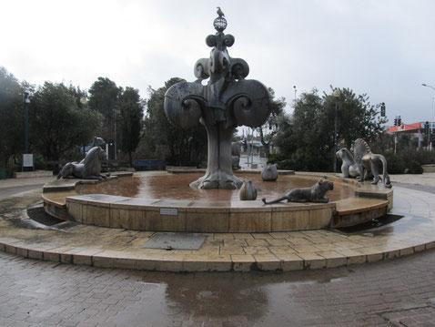 Фонтан со скульптурной композицией львов, гербом Иерусалима
