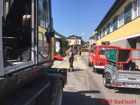 Feuerwehr, Blaulicht, FF Bad Ischl, Ölspur, Radbagger, Stadtgebiet