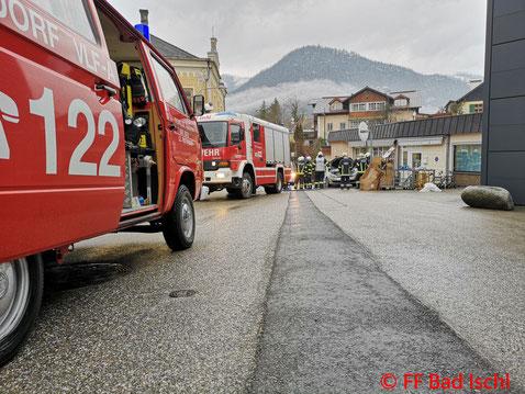 Feuerwehr, Blaulicht, PKW, Brand, Bad Ischl, Wasser