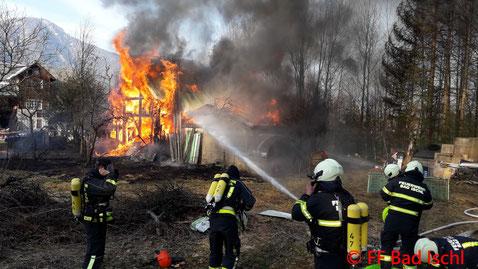 Feuerwehr, Blaulicht, Garagenbrand, Lindau, Bad Ischl