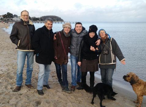 Dörte und Mitstreiter am Strand in Travemünde anlässlich eines Vorbereitungstreffens am 25. Februar 2017