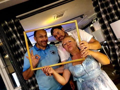 DJ Tomix mit Brautpaar Michaela und Benny