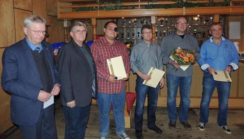 Dieter Peist und Echhard Jokisch übergaben die Ehrungen an Bennet Henschel, Uwe Peist, Henry Helmuth sowie Michael Wolf. (v.l.n.r.)