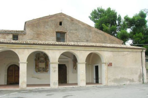Chiesa dei Cappuccini - Facciata con portico