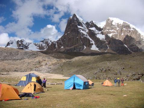Wandern in der Cordillera Huayhuash mit PERUline