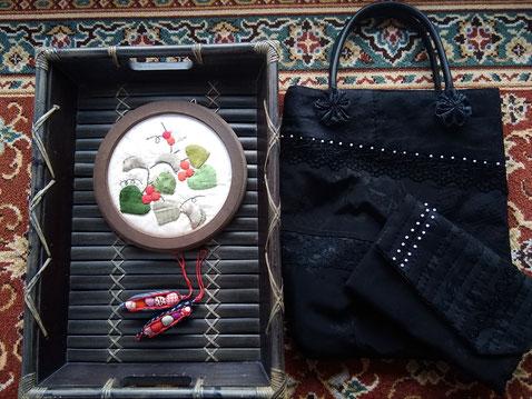 サンキライの額縁、ソラマメのストラップ、弔事のふくさ袋とセカンドバッグ