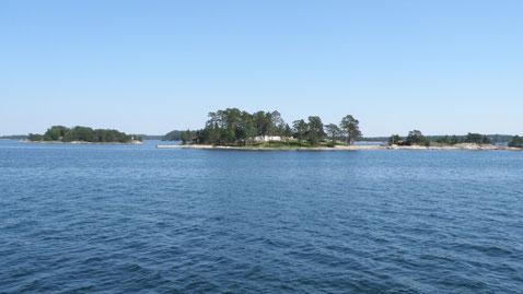 Eine der vielen Inseln die wir sehen beim vorbeifahren.