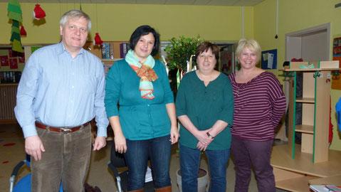 Auf dem Foto von links: Pfr. K. Sierpien, Jubilarin Nicole Grebner, KiGa-Leiterin D. Roth, Krippenleiterin P. Huth
