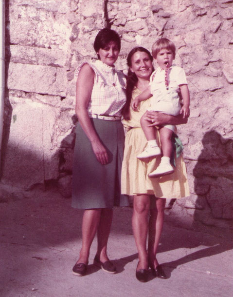 Con mi mejor amiga de Cabaloria, Petra hija de mis padrinos.