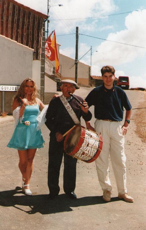 Con el tamborilero. F. Pedro.