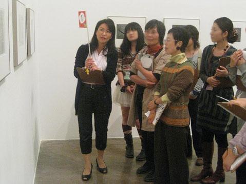 都内に引っ越してきた今も、企画展会期中に数度、来館者とともに作品鑑賞のナビを務めます。(リハーサルの様子)