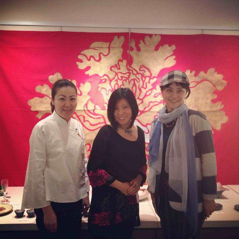 左から、台湾茶芸の中島万咲子さん、佐々木明美さん