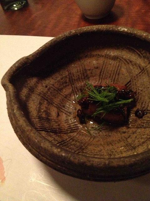 フォワグラのソテー 柔らかな食感のフォアグラに味とカリッとした食感のアクセントをなんとキャラメリゼした米麹で。この発想は驚きでした。