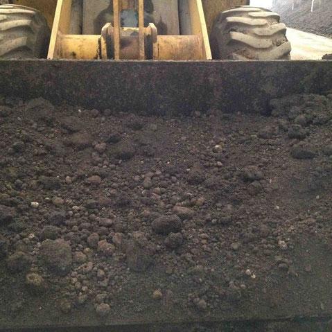 触ると熱いほどの発酵熱を持つ堆肥