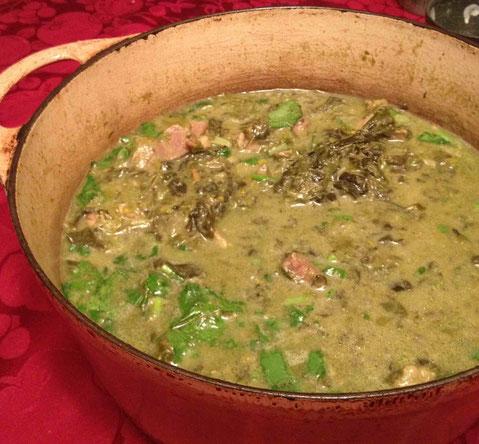 豚肉と干したタロ芋の葉のココナッツミルク煮。フィリピンのこの料理には神亀 上槽中汲 甘口 23BY