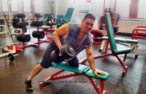 Personal-Trainer Bodymaker beim Training