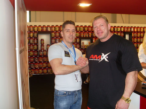 Personal- Trainer Bodymaker Handshake mit Dennis Wolf