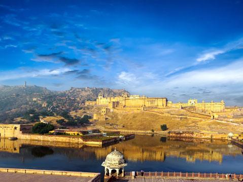 Entdeckung Indiens über Rajasthan Royals Mumbai Sehenswürdigkeiten Udaipur Indien Sehenswürdigkeiten Rajasthan Haveli Pushkar Brahma Tempel Mehrangahr FortJodhpur Palast der Winde Agra Taj Mahal beim Sonnenaufgang Delhi Sehenswürdigkeiten
