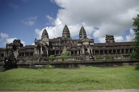 Angkor Wat von der Rückseite - schon deutlich weniger Besucher als im Eingang