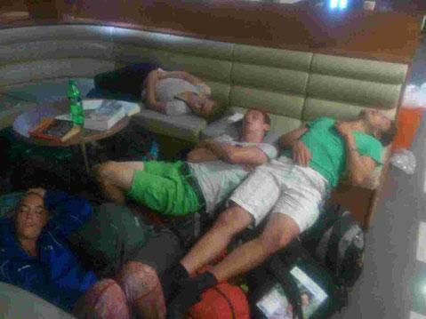 Auf der Fähre zurück nach Dar - alle etwas müde vom vielen Relaxen ;)