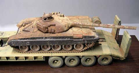 Das T-72 Wrack, ausgebrannt, verrostet