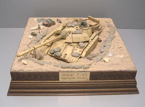 Quadratisch, praktisch, gut - so präsentiert sich die Sandsackstellung mit dem eingegrabenen T-55 AA