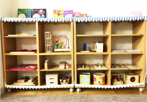 幼児教室では、0歳児の成長に合わせた教具や玩具を用意して、楽しく活動できるようにしています。