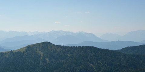 Panorama zahlreicher Bergketten