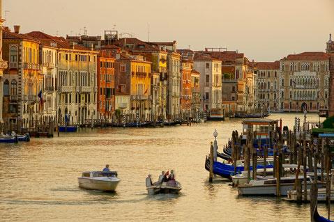 ateliereifach.ch-Kunstkarten-Poster- Fotos-Impressionen-«Venezianische Strassen» II, «Canal Grande» bei der «Ponte Rialto», Venedig, IT