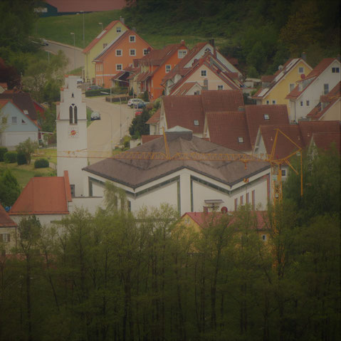 Ansicht der Irlbacher Kirche von der Kapelle Fußenberg aus