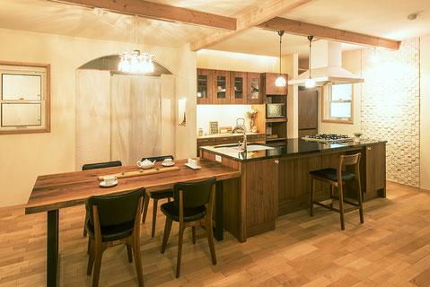 ウオールナット材のキッチン