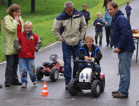 Ein neues Publikumsmagnet: das Traktörlirennen der CVP