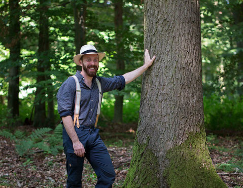 David Schomberg, der Hessenbiologe mitten im Wald.