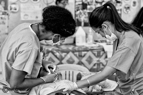 Un toujours aussi beau travail d'équipe entre le Dr Alex femme et le Dr Cindy, qui viendra appaiser la patiente et la rassurer