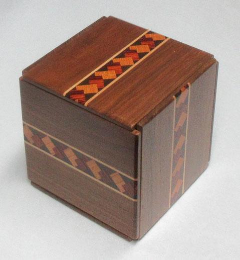 「三進法の箱」 外観