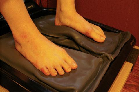 足裏の凹凸と中敷の凹凸がぴったりと沿うと安定感が生まれます