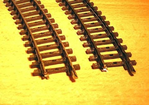 Vergleich der K-Gleis Schienenprofile, links Hohlprofil 2100, recht Vollprofil 2200.